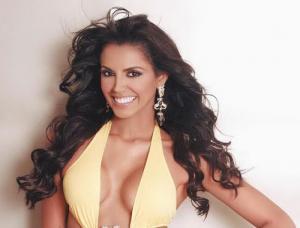 Hoa hậu Thế giới 2011 tới Việt Nam chấm Hoa khôi Áo dài
