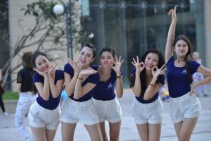 Người đẹp Đường Tới Vương Miện Hoa Hậu Thế Giới nhảy flashmob