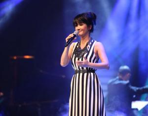 Diva Hồng Nhung hào hứng khi lần đầu ngồi ghế nóng của cuộc thi sắc đẹp