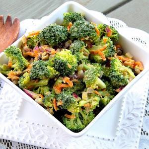 Salad rau trộn, gỏi cuốn: món ăn nhẹ lý tưởng cho người giảm cân