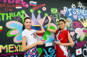 Thí sinh Miss Universe hứng thú với buổi học vẽ