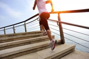 Leo cầu thang: vận động giảm cân phù hợp với dân văn phòng