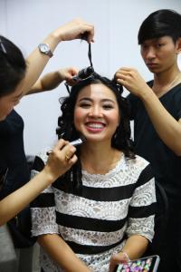 Chồng Lê Khánh cưng vợ hết mực trong hậu trường
