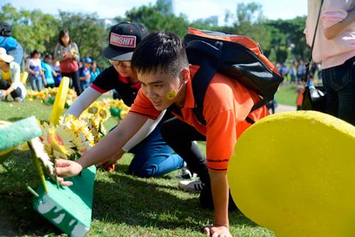 Hàng vạn người đồng hành cùng Ngày hội Hoa Hướng Dương 2015 7