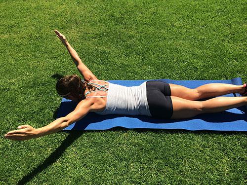 Bài tập giảm mỡ vùng bụng hiệu quả - động tác chữ Y