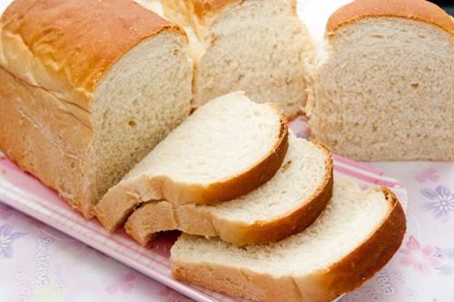 Mỗi ngày ăn từ hai chiếc bánh mì trắng trở lên bạn sẽ có nguy cơ béo phì