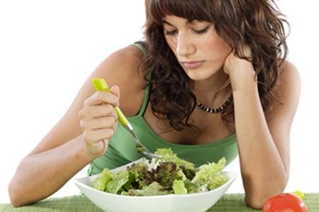 Nếu bạn giảm cân bằng cách giảm khẩu phần ăn đột ngột, bạn sẽ bị mệt mỏi.