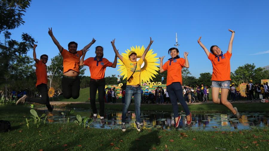 Các bạn trẻ hào hứng tham gia chương trình ngày hội