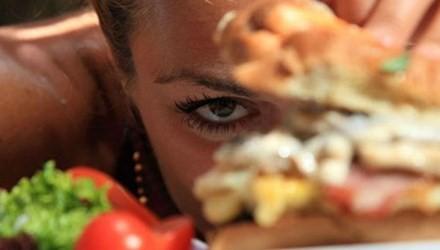 Những nguyên nhân làm bạn luôn thấy đói, khó giảm cân