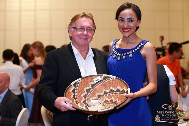 Người đẹp Botswana và nhà sản xuất chương trình American Idol