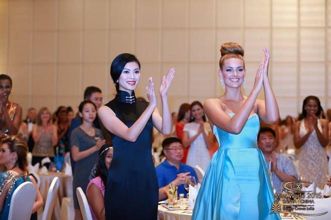 Đương kim Hoa hậu Thế giới Rolene Strauss và cựu hoa hậu Vu Văn Hà
