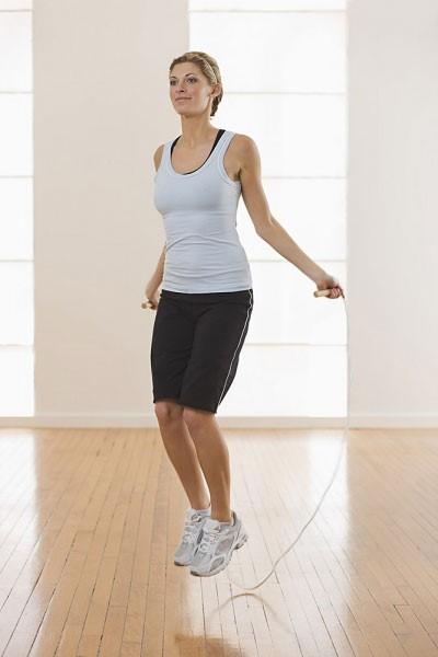 Nhảy dây là một bài tập thể dục giảm cân nhanh