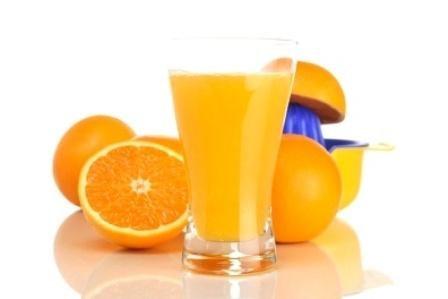 Uống nhiều nước hoa quả dẫn đến lượng đường trong máu tăng cao.