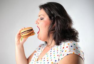 Người béo phì dễ ăn thoải mái để tự an ủi mình